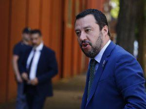 """Salvini insiste: """"Europa difenda i confini e si prenda i mig"""