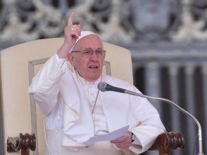 Papa Francesco sospende un vescovo indiano accusato di viole