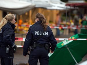 Sparatoria in Germania, due morti e due agenti di sicurezza