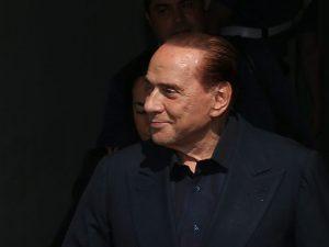 """Berlusconi candidato alle Europee: """"Me lo chiedono tutti, per salvare l'Italia bisogna fare sul serio"""""""