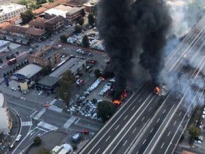 Esplosione di Bologna: gli operai rinunciato alle ferie per riaprire il ponte dell'A14 a Borgo Panigale