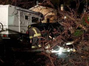 Maltempo, bomba d'acqua su Grosseto: evacuato un camping. Allerta temporali e blackout in Veneto