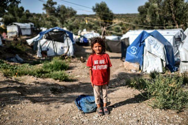 Una bimba nel campo profughi di Moria sull'isola greca di Lesbo (Gettyimages)