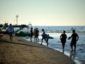 Rimini, sorpreso a fotografare bambine in spiaggia: presunto