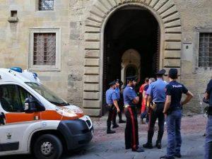 Tragedia ad Arezzo, fuga di gas all'Archivio di Stato: morti