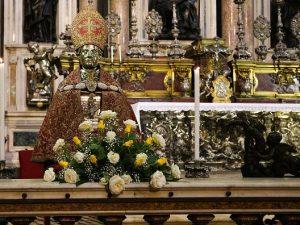 San Gennaro e la preziosa mitra del tesoro: un antico miracolo degli orafi napoletani