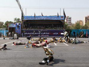 Iran, attacco a una parata militare: decine di morti e ferit