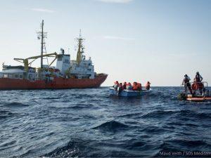 "Migranti, Salvini chiude i porti alla Ong Aquarius 2: ""Vada"
