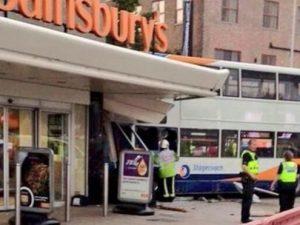 Autista 77enne confonde freno con acceleratore, bus uccide b