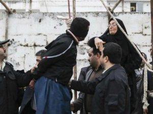 Nove impiccati accusati di stupro di gruppo: la vittima avev