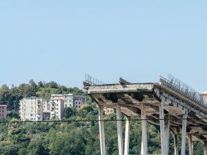 """Crollo Ponte Morandi, l'ipotesi dell'ingegnere: """"Forse causato da bobina caduta da tir"""""""