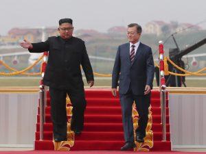 """Coree, firmato un accordo """"per ridurre le tensioni"""". E Kim p"""