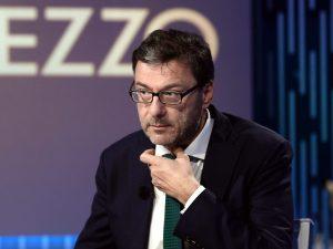 """Dopo l'audio di Casalino, Giorgetti lo attacca: """"Non ha il p"""