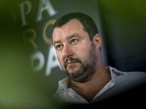 Arriva il decreto Salvini su sicurezza e migranti |  stretta su permessi di soggiorno e