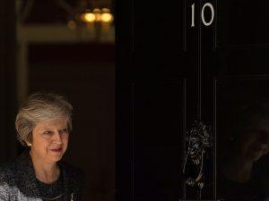 """Brexit, May: """"Con l'Ue stallo nei negoziati"""". Opposizione la"""