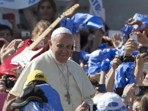 """Papa Francesco ai giovani: """"Il sesso è un dono di Dio non un"""