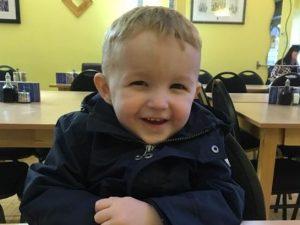 Dramma in hotel, bimbo di 4 anni scivola nella piscina e muo