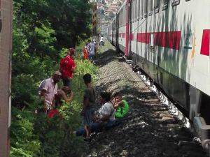 Treno Lecce-Milano fermo da 5 ore prima di Cattolica |  arrivano i vigili del fuoco