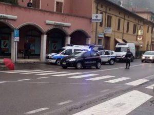 Bologna. Sta attraversando sulle strisce, quando viene travo