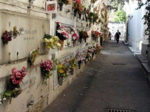 """Lecce. Esplode una bara nel cimitero: la puzza """"vomitevole"""" impedisce le ..."""
