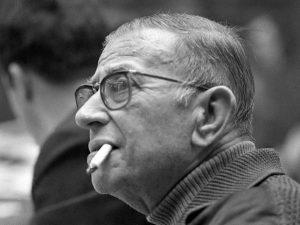 """Lo scrittore e filosofo francese Jean-Paul Sartre, autore de """"La Nausea""""."""