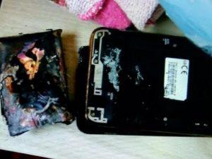 Scoppia lo smartphone: letto a fuoco, bimba di tre mesi avvolta dalle ...