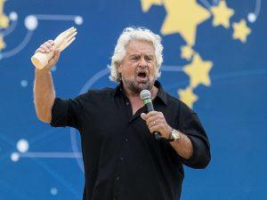 """Grillo spiega le battute sull'autismo: """"Non esiste il politi"""
