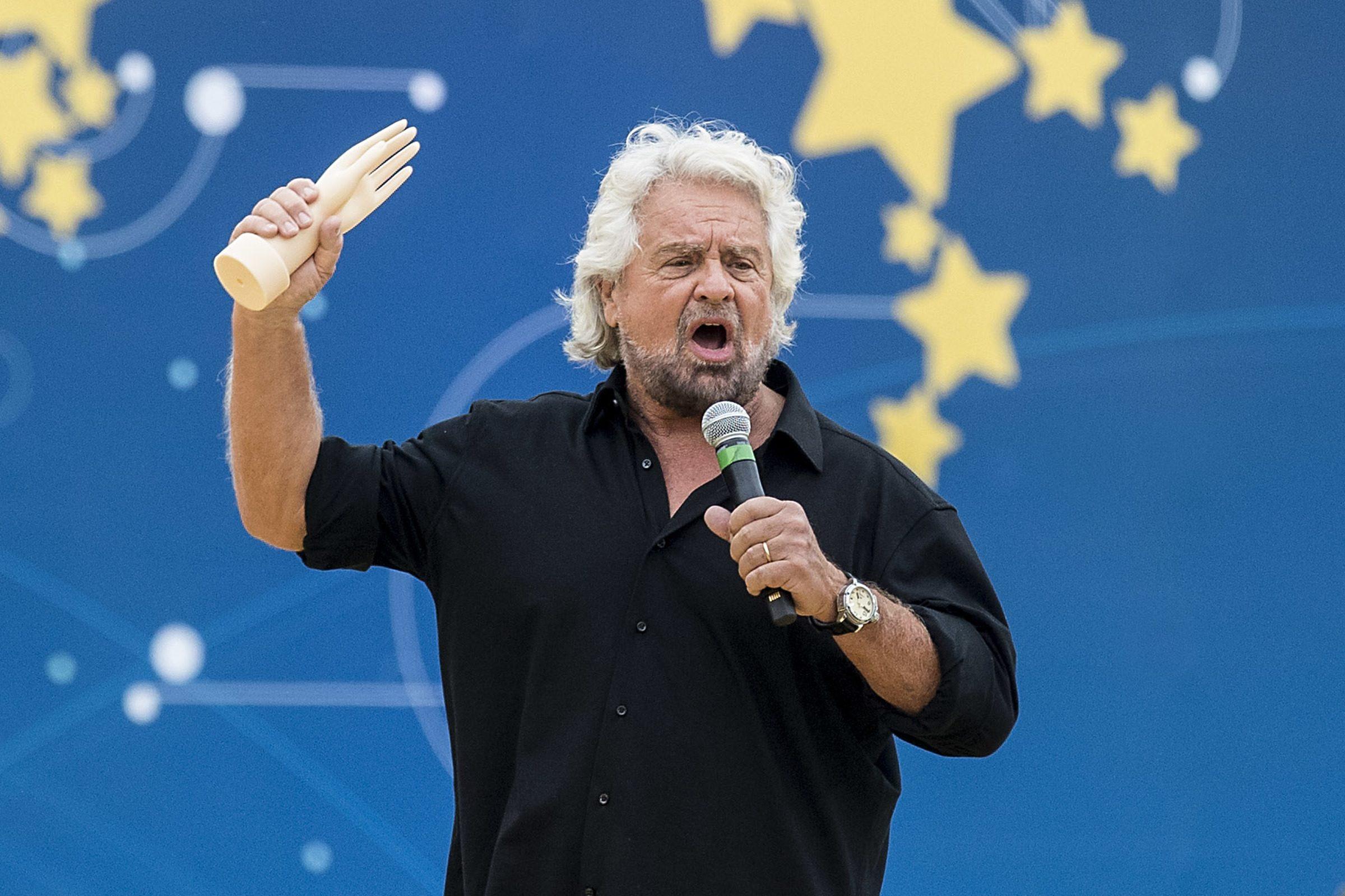"""Beppe Grillo contro il Mes: """"Servono soldi? Patrimoniale ai super ricchi o Imu e Ici dalla Chiesa"""""""
