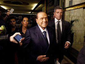 """Condono, Berlusconi: """"Siamo alle comiche, M5s hanno letto no"""