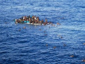 Migranti, barcone in avaria con 100 persone: morti a bordo,