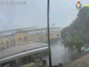 La nube di polvere e le persone in fuga: il nuovo video del crollo del Ponte Morandi