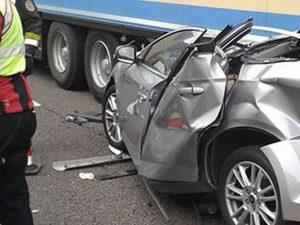 Auto si schianta sotto un camion in A4, muore ragazzo di 27