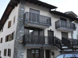 Aosta, madre uccide figli di 7 e 9 anni: autopsia conferma a