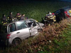 Reggio Emilia, schianto sulla provinciale: muore ragazza di