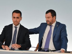 Sondaggi politici: Lega e M5S calano nei consensi, PD inchio