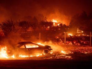 La California brucia |  ordine di evacuazione per l'intera Malibu circondata da incendi