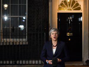 """Theresa May: """"Sì del governo britannico all'accordo con l'UE"""