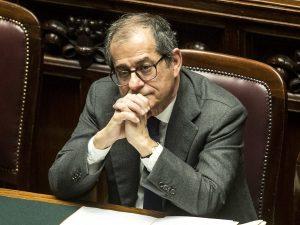 """Manovra, trattativa a oltranza con la Commissione Ue. Tria: """"Resterò qui fino all'accordo"""""""