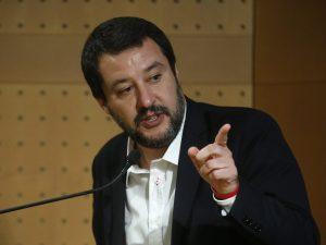 """Salvini: """"Lavoriamo per introdurre la donazione di sangue obbligatoria nelle scuole"""""""