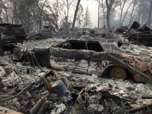 Incendi California, 63 morti e 600 dispersi: il fumo inquina