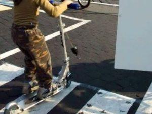 Venezia, a 4 anni va in monopattino in piazza San Marco: mul