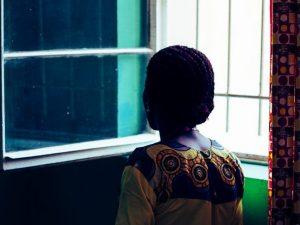 Una donna vittima di violenza sessuale nella Repubblica Democratica del Congo (Medici senza Frontiere)