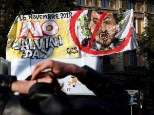 """Studenti contro Salvini: """"Ha preso di mira delle minorenni c"""