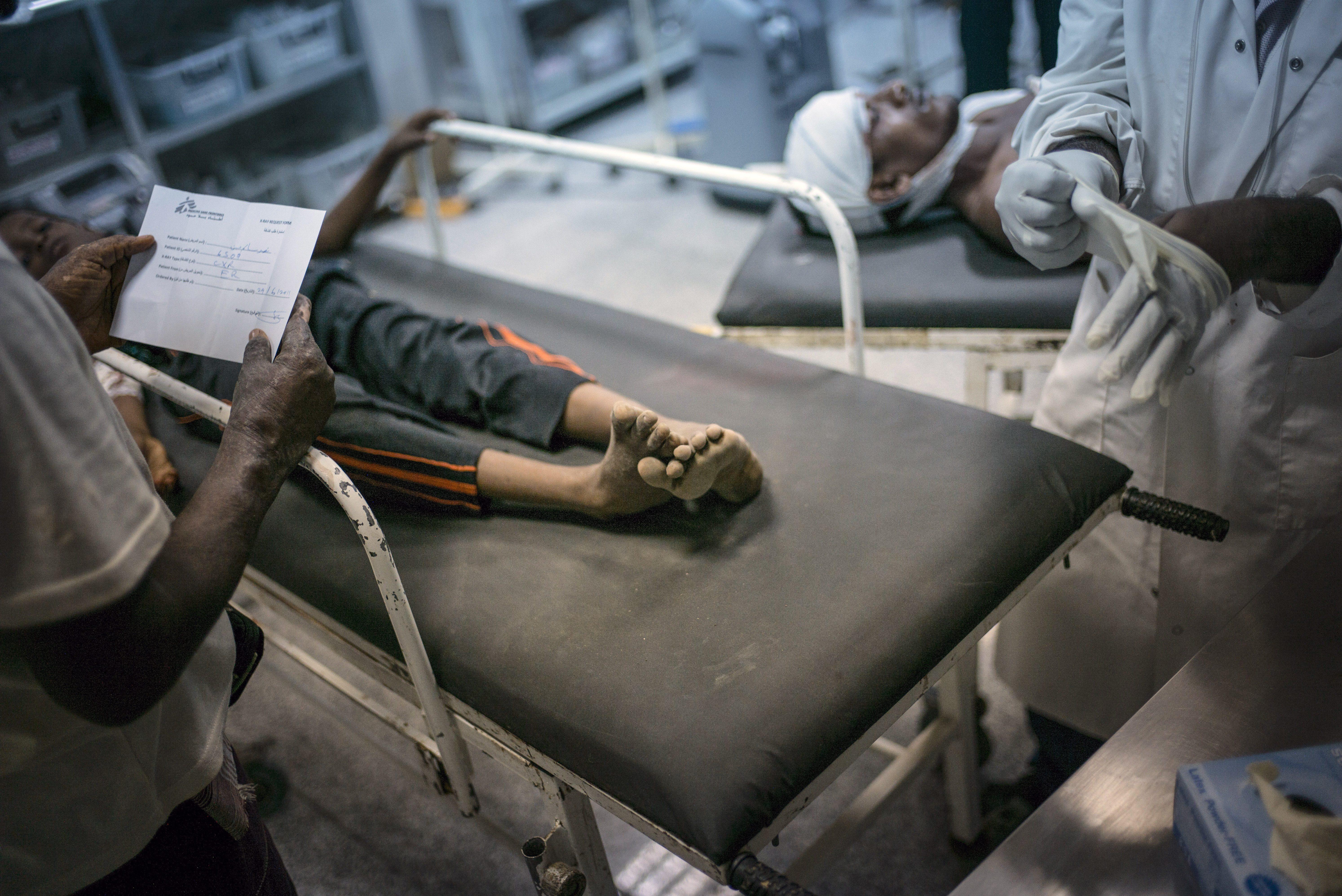 Alcuni pazienti dell'ospedale di Medici senza Frontiere in Yemen (Msf)