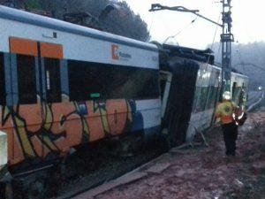 Deraglia treno di pendolari a Barcellona: un morto e 5 ferit