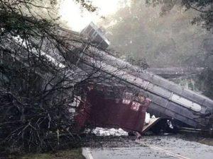 Usa, treno deragliato in Georgia: decine di carrozze cadono