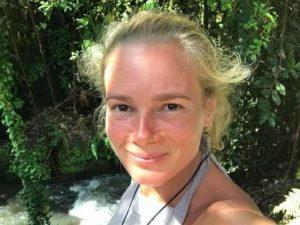 Mamma uccide figlia di 2 mesi lanciandola dall'auto in corsa