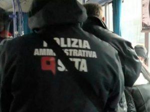 """Modena, bimbo di 10 anni schedato sul bus: """"Ha pagato 20 cent in meno. Mio figlio umiliato"""""""