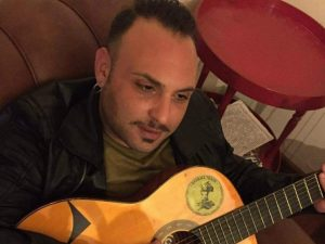 Sbalzato fuori dall'abitacolo Manuel, 32 anni, muore nello s