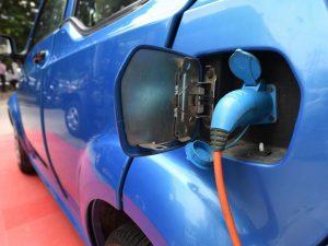 Manovra, arrivano la nuova ecotassa e incentivi sull'acquisto dell'auto per chi rottama